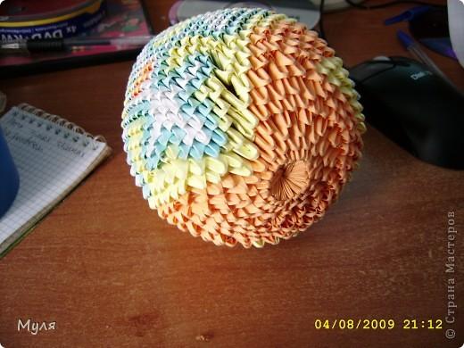 Оригинал Виктории Серовой  находится тут  http://vs-origami.narod.ru/diag/egg.htm. Бумага используемая мной была разная поэтому и яйца получились по форме не совсем одинаковые. фото 4