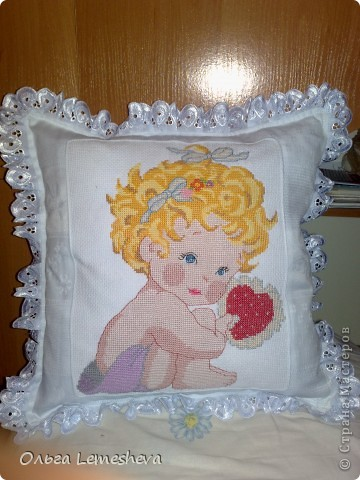 Вышивала в подарок для новорожденой Анечки,дочери  моей подруги,подушку сшила сама. фото 1