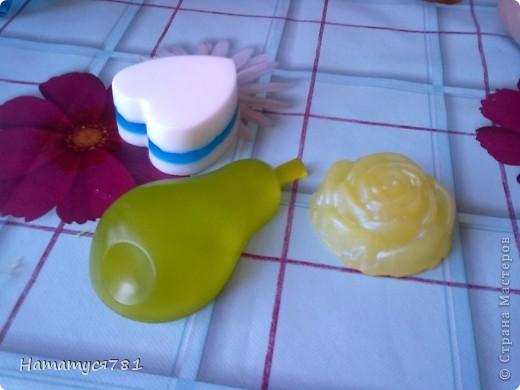 Проба, первое мыло из основы. Масло виноградных косточек, пищевые красители, ароматизатор фруктовая фантазия, лаванда.