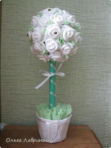 Белые розы с бусинками.