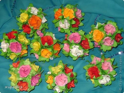 Эти кусудамы сделаны из роз по мастер-классу http://stranamasterov.ru/node/23799?tid=451%2C850 Спасибо Элла Ка . Правда несколько упростился процесс складывания розочек. В этих кусудамах чашелистики от лилий. фото 5