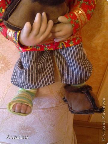 Это мой второй заказной Домовой Афанасий. Идейку с животным в тапке и  с дырявым носком,  спёрла у pawy.    фото 2