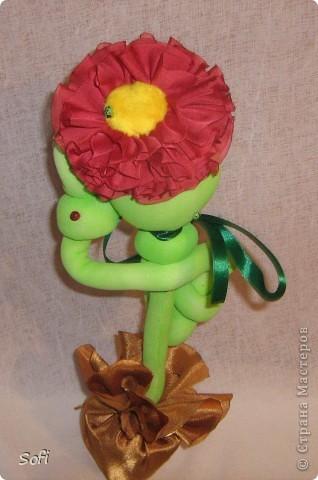 Спасибо Любовь Гамале за МК таких вот цветов. Мне показалось, что не плохой будет подарок к 8 марта. Вот и пошились такие цветочки  которые не надо  поливать, пересаживать, которым не нужен особый уход и которые будут цвести круглый год. фото 8