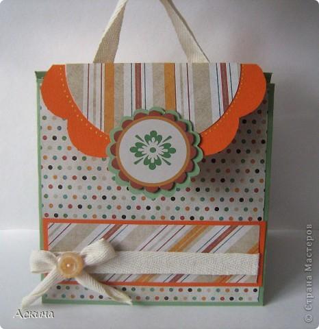 Идею альбом-сумочки видела здесь http://scrap-info.ru/myarticles/article_storyid_110.html. Делать его одно удовольствие))) А сделала я его на день рождения снохи. У нее он был 8 марта!  фото 1