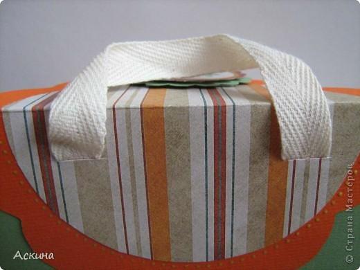 Идею альбом-сумочки видела здесь http://scrap-info.ru/myarticles/article_storyid_110.html. Делать его одно удовольствие))) А сделала я его на день рождения снохи. У нее он был 8 марта!  фото 3