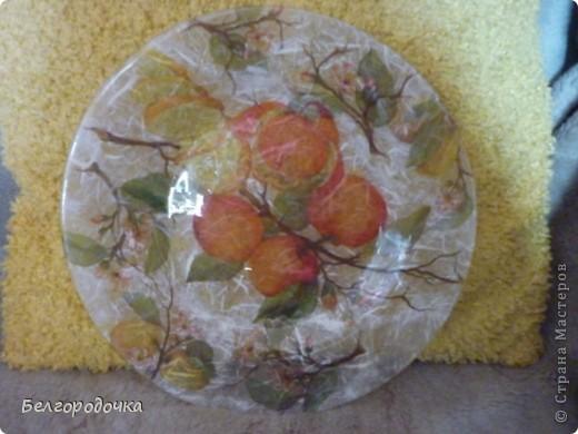Прозрачная тарелка,обратный декупаж,салфетка,яичная скорлупа,клей ПВА,акриловые краски,аква-лак фото 3