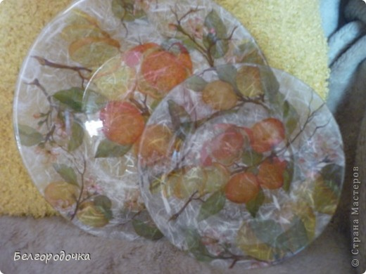Прозрачная тарелка,обратный декупаж,салфетка,яичная скорлупа,клей ПВА,акриловые краски,аква-лак фото 5