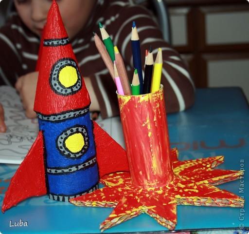 """Раскажим и покажим как сделать вот такую замечательную """"Ракету"""". Конечно, можно купить подставки под карандаши, или просто взять пустую баночку из по чегото, а можно и сделать самим! Да еще и спользой))) фото 14"""