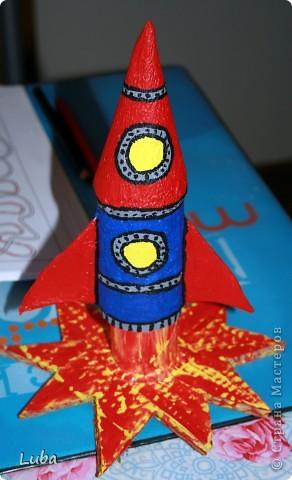 """Раскажим и покажим как сделать вот такую замечательную """"Ракету"""". Конечно, можно купить подставки под карандаши, или просто взять пустую баночку из по чегото, а можно и сделать самим! Да еще и спользой))) фото 15"""