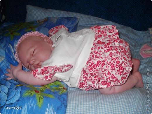 Первая изготовленная мной кукла-реборн. Дебют.  Кукла расписана специальными красками гинезис, закреплена маттварнишем, реснички и волосы прошиты нежным махером, утяжелена кукла стекло и пластикогранулятом, набита синтепоном. Родилась малышка 23 февраля, рост 50см., вес около 3 кг. Должен был быть мальчик, а получилась девочка, я назвала её Соней. Познакомьтесь! фото 13