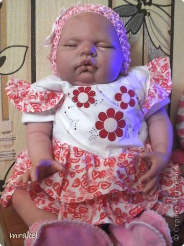 Первая изготовленная мной кукла-реборн. Дебют.  Кукла расписана специальными красками гинезис, закреплена маттварнишем, реснички и волосы прошиты нежным махером, утяжелена кукла стекло и пластикогранулятом, набита синтепоном. Родилась малышка 23 февраля, рост 50см., вес около 3 кг. Должен был быть мальчик, а получилась девочка, я назвала её Соней. Познакомьтесь! фото 3