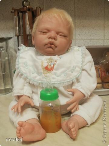 Первая изготовленная мной кукла-реборн. Дебют.  Кукла расписана специальными красками гинезис, закреплена маттварнишем, реснички и волосы прошиты нежным махером, утяжелена кукла стекло и пластикогранулятом, набита синтепоном. Родилась малышка 23 февраля, рост 50см., вес около 3 кг. Должен был быть мальчик, а получилась девочка, я назвала её Соней. Познакомьтесь! фото 1