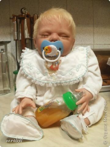 Первая изготовленная мной кукла-реборн. Дебют.  Кукла расписана специальными красками гинезис, закреплена маттварнишем, реснички и волосы прошиты нежным махером, утяжелена кукла стекло и пластикогранулятом, набита синтепоном. Родилась малышка 23 февраля, рост 50см., вес около 3 кг. Должен был быть мальчик, а получилась девочка, я назвала её Соней. Познакомьтесь! фото 2