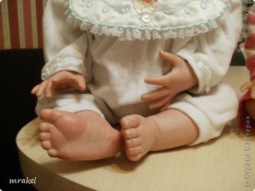 Первая изготовленная мной кукла-реборн. Дебют.  Кукла расписана специальными красками гинезис, закреплена маттварнишем, реснички и волосы прошиты нежным махером, утяжелена кукла стекло и пластикогранулятом, набита синтепоном. Родилась малышка 23 февраля, рост 50см., вес около 3 кг. Должен был быть мальчик, а получилась девочка, я назвала её Соней. Познакомьтесь! фото 5
