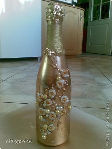 Вот такую бутылочку соорудила :) Тема золота поперла! Очень здорово и богато смотрится. фото 1