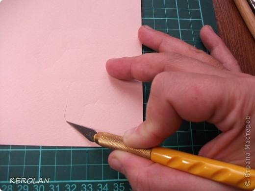 Хочу предложить вам небольшой мастер класс как делать предметы в бумагопластике. Конечно это не для слабонервных, потому что пальцы руки в первый раз будут болеть от напряжения. Но если вы не ленивы то у вас все получится. фото 9