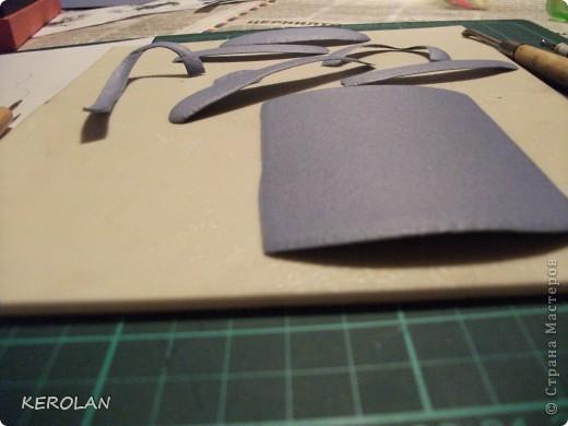 Хочу предложить вам небольшой мастер класс как делать предметы в бумагопластике. Конечно это не для слабонервных, потому что пальцы руки в первый раз будут болеть от напряжения. Но если вы не ленивы то у вас все получится. фото 12