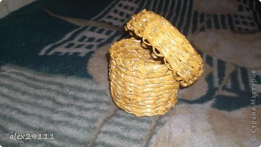 Такой туесок я сделала для себя. Попробовала плетение веревочка. В этой технике очень понравилось, т.к. готовое изделие даже без покрытия лаком получается очень прочным и напоминает плетение лозой. фото 2