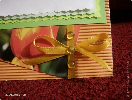 Открытка к игре по скетчу.Материал: гофрированный картон, готовая открытка, лента, полубусины. фото 2