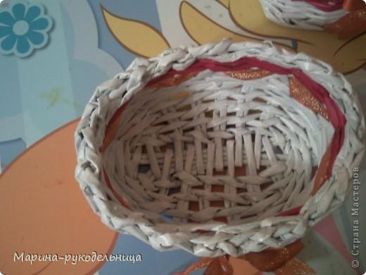 Все это время я даром время не теряла, пробовала разные техники и способы плетения. Сплела подставку под расчески. Увидела идею на нашем сайте. Очень удобная штука. фото 5
