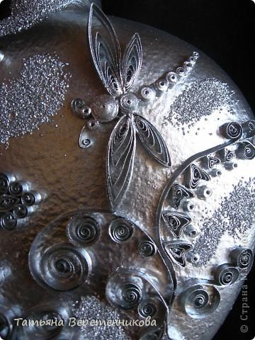 Попыталась декорировать бутыку квиллингом, покрыла эмалью серебряной из баллончика. Получилось как-то странновато, по-моему.... А Вы как считаете, уважаемые Мастера и Мастерицы? фото 3