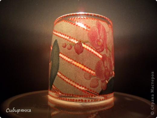 Подсвечник. Использовала: салфетка, делала прорези резачком, контур по стеклу, много лака. фото 4