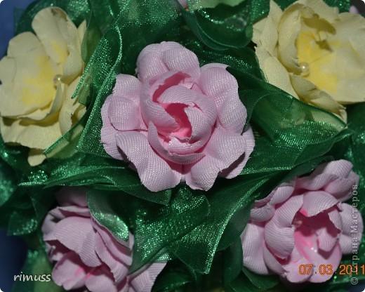 """вот такие деревья """"выросли"""" у меня для мам к празднику, они у меня первенцы ,даже жалко было дарить. цветы сделаны из нажелатиненой ткани, горшечки делала из пеноплпстовых лотков от печеньев, пробовала декупаж фото 4"""
