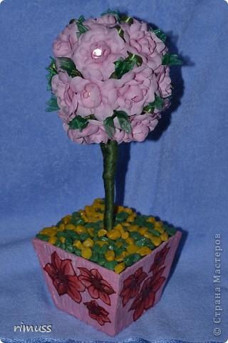 """вот такие деревья """"выросли"""" у меня для мам к празднику, они у меня первенцы ,даже жалко было дарить. цветы сделаны из нажелатиненой ткани, горшечки делала из пеноплпстовых лотков от печеньев, пробовала декупаж фото 5"""