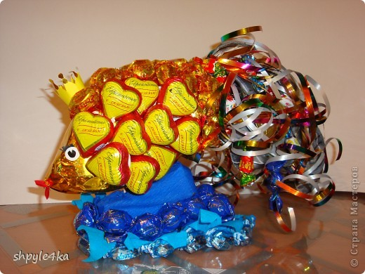 """""""Золотая рыбка"""" - конфетная композиция (вместо букета) для подруги по творческой работе."""