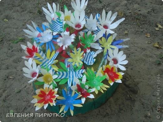 был оычный пенек,  потом его покрасили и вот он ожил - расцвел разными цветками фото 1