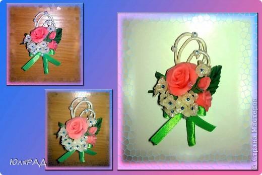 Мой первый магнитик, да и букетик такого плана тоже))) Лепила из холодного фарфора, украшала бусинками, акриловыми красками и витражными контурами.