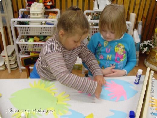 """Давно не делала репортаж с наших занятий по цветовому игротренингу. Были мы уже и в черной, и  в серой, и в оранжевой, и в белой, и в коричневой сказке. Дети сделали своих зверушек - пушистиков: мишек, лисят, белочек, ежиков и проч. А это наша""""разноцветная  сказка"""". фото 12"""