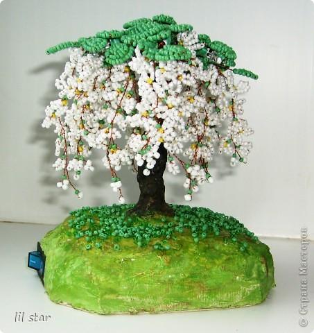 Дерево из бисера. Листики делала в круговой (французской) технике. Цветочки делала по МК http://stranamasterov.ru/node/127855?c=favorite_ фото 1