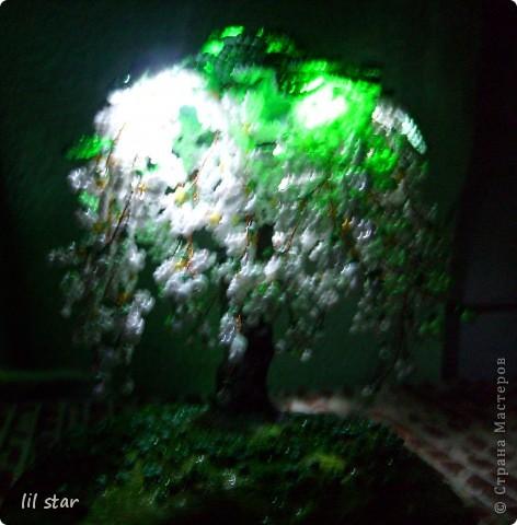 Дерево из бисера. Листики делала в круговой (французской) технике. Цветочки делала по МК http://stranamasterov.ru/node/127855?c=favorite_ фото 4