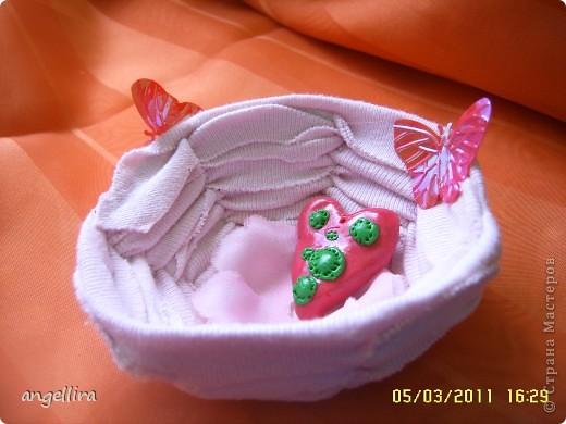 Приближается Пасха и многие хотят сделать что нибудь оригинальное для себя или в подарок своим близким. Я нашла вариант вот такой корзиночки. По этой ссылке можно скачать выкройку,я правда её уменьшила для одного яйца :) http://handmade.kharkov.ua/uroki-masterstva/pletenie/153-korzinka-dlya-pasxalnyh-jaic.html  фото 4