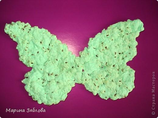 Вот таких бабочек мы сделали с дочечкой.А секрет в том , что в бабочках есть семена, которые потом можно посадить. Можно сделать открытку с  разным фоном , формой и удивить того,  кому она предназначена.  фото 1