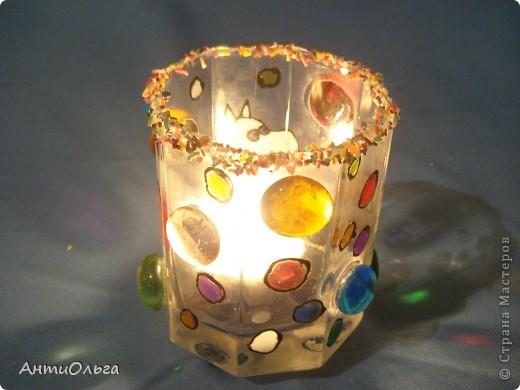 Делаем подсвечники. Витражные краски, стаканы-бокалы, украшения-камушки (на клей-пистолет). фото 30