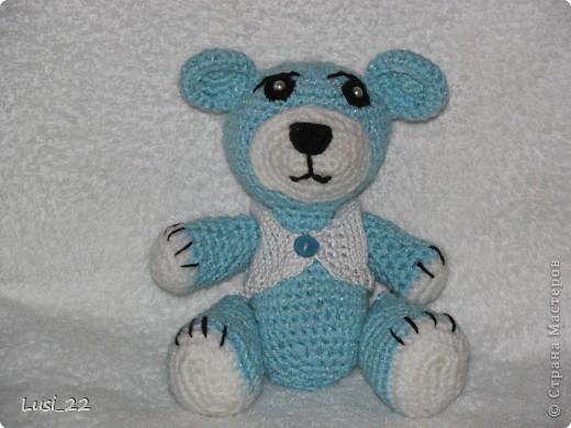 Моя первая работа. Выполнена по этому описанию http://masterjournal.ru/blog/knitting/58.html. Вяжу вещи,но игрушки никогда не пробовала. Скажу вам, ну очень понравилось. На очереди ещё много игрушек.  Ниток пошло около 40 грамм. фото 1