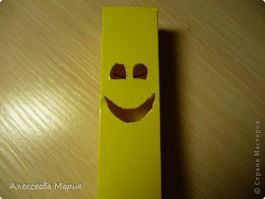 Вот такой весёлый клоун у меня получился!!!Если дёргать за белую полоску, то у клоуна будет меняться выражение лица. фото 11