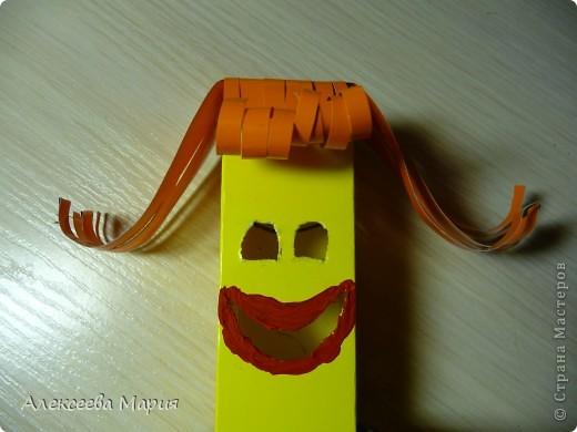 Вот такой весёлый клоун у меня получился!!!Если дёргать за белую полоску, то у клоуна будет меняться выражение лица. фото 14