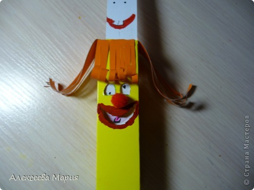 Вот такой весёлый клоун у меня получился!!!Если дёргать за белую полоску, то у клоуна будет меняться выражение лица. фото 20