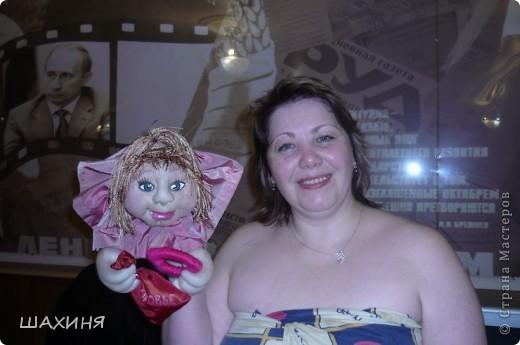 портретно шаржевая кукла-удача. Глаза из самозатвердевающей массы,краска илак акриловые. Волосы из остатков 3-х цветов нитяных штор! фото 3