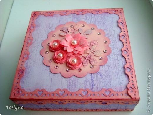 Первый раз делала коробочку, да и то потому что  каробка из под конфет осталась подходящей формы. И вот  решила я  ее обклеить и красивенькой сделать чтоы всякие мелочи хранить... фото 2