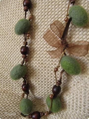 Оливковые бусы для мамы на 8 марта фото 1