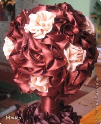 Очень много видела работ - таких же шоколадных деревьев из лент и решила сделать тоже, как вам моё? фото 2