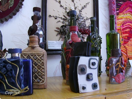 Мы с коллегами ездили в город Нижний Тагил,в детский дом.У нас был МК и круглый стол.Так вот,у них ИЗУМИТЕЛЬНЫЙ музей кукол!!!Ему около 30 лет,и там собрана великолепная коллекция мягкой игрушки,вязанной,какие-то невообразимо красивые панно!!Я щёлкнула сначала свою любимую мешковину фото 3