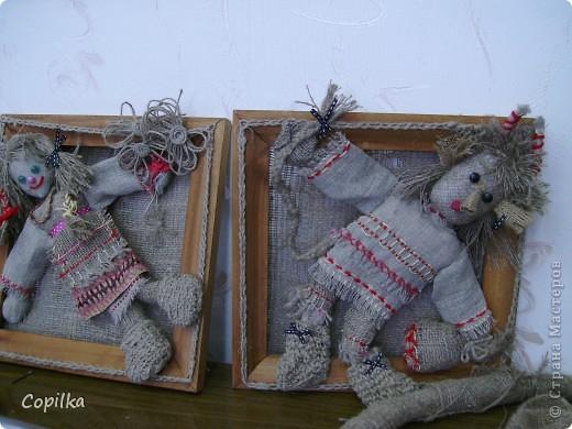 Мы с коллегами ездили в город Нижний Тагил,в детский дом.У нас был МК и круглый стол.Так вот,у них ИЗУМИТЕЛЬНЫЙ музей кукол!!!Ему около 30 лет,и там собрана великолепная коллекция мягкой игрушки,вязанной,какие-то невообразимо красивые панно!!Я щёлкнула сначала свою любимую мешковину фото 9