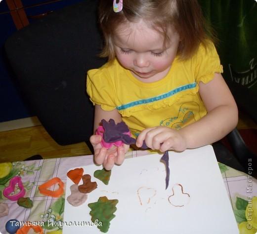 Яйца для веночка можно вырезать из любых каля маля вашего ребёнка,но мне очень хотелось использовать эти яркие салфетки фото 11