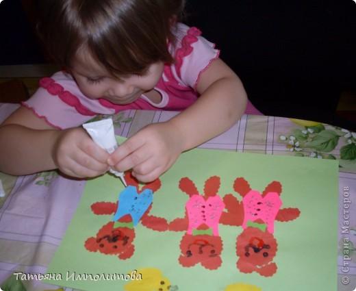 Яйца для веночка можно вырезать из любых каля маля вашего ребёнка,но мне очень хотелось использовать эти яркие салфетки фото 8