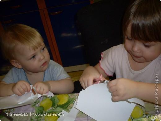 Яйца для веночка можно вырезать из любых каля маля вашего ребёнка,но мне очень хотелось использовать эти яркие салфетки фото 12